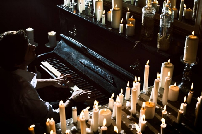 1 PIANO & 200 CANDLES